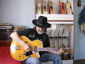 Belevski with his archtop jazz guitar